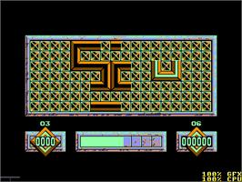 In game image of Loopz on the Amstrad CPC.