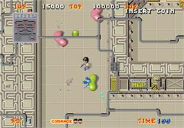 In game image of Alien Syndrome on the Arcade.