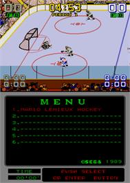 In game image of Mario Lemieux Hockey on the Arcade.