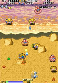 In game image of Space Invaders '95: The Attack Of Lunar Loonies on the Arcade.