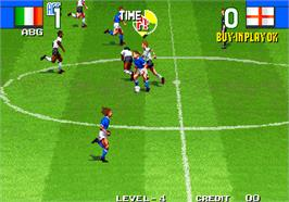 In game image of Super Sidekicks 2 - The World Championship / Tokuten Ou 2 - real fight football on the Arcade.