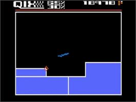 In game image of Qix on the Atari 5200.