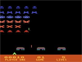 In game image of Space Invaders on the Atari 5200.