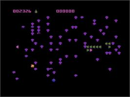 In game image of Centipede on the Atari 8-bit.