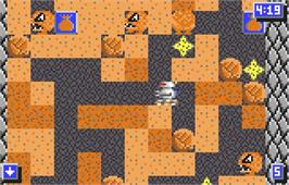 In game image of Crystal Mines II: Buried Treasure on the Atari Lynx.