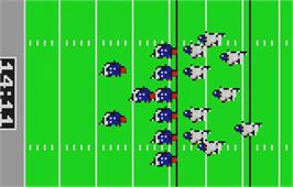 In game image of NFL Football on the Atari Lynx.