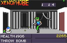 In game image of Xenophobe on the Atari Lynx.