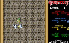 In game image of Run the Gauntlet on the Atari ST.