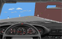 In game image of Test Drive on the Atari ST.