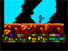 In game image of Turrican II: The Final Fight on the Atari ST.