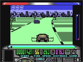 In game image of Chase H.Q. on the Commodore 64.