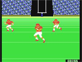 In game image of GFL Championship Football on the Commodore 64.