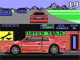 In game image of Lotus Esprit Turbo Challenge on the Commodore 64.