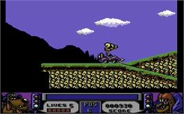 In game image of Wacky Races on the Commodore 64.