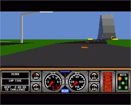 In game image of Hard Drivin' on the Commodore Amiga.