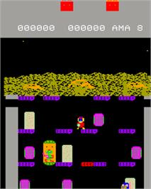 In game image of Elevator Fight on the Epoch Super Cassette Vision.