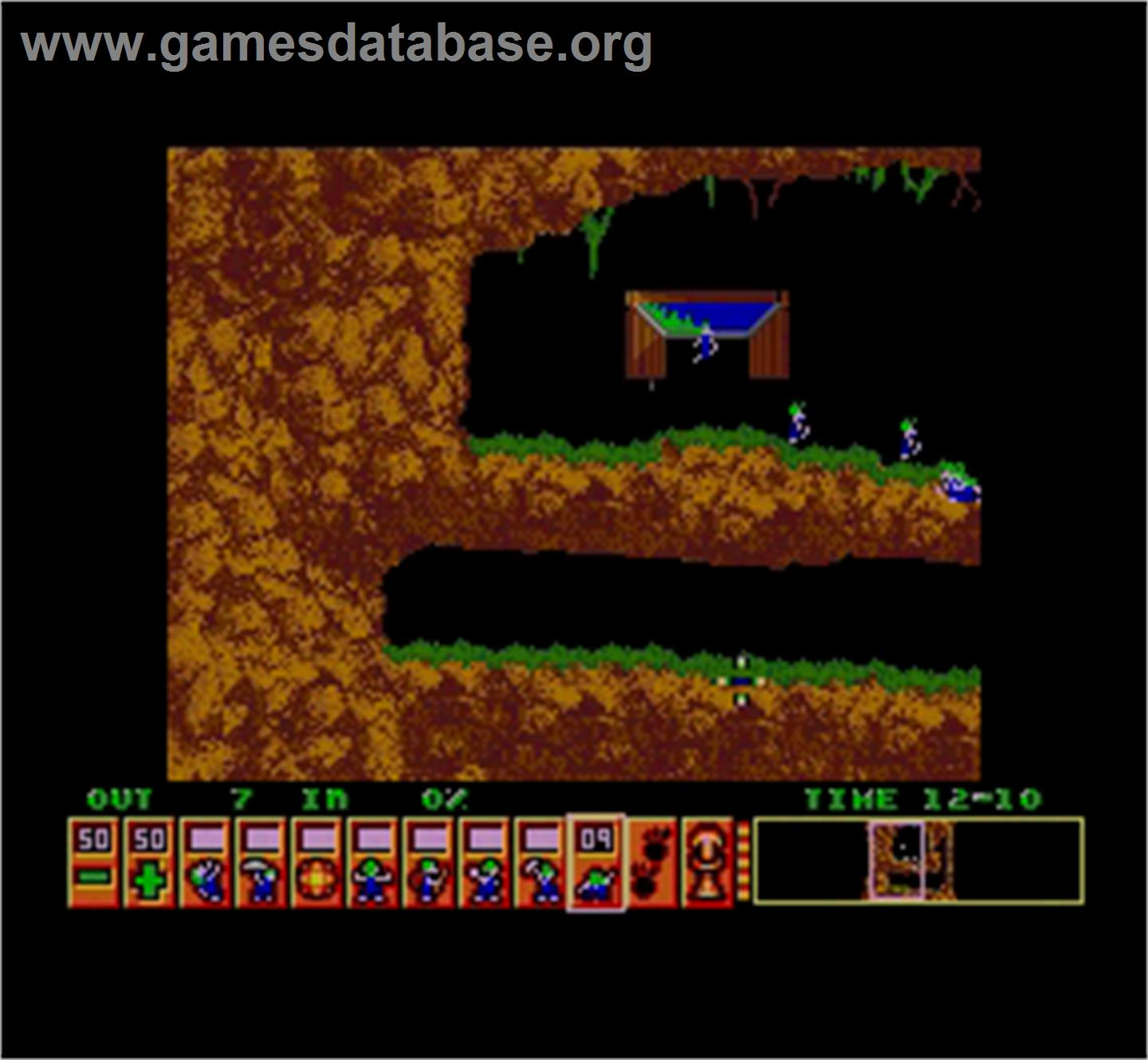 In game image of Lemmings on the MGT Sam Coupe.