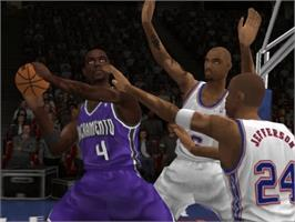 In game image of NBA Live 2004 on the Microsoft Xbox.