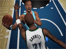 In game image of NBA Live 2005 on the Microsoft Xbox.