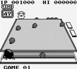 In game image of Penguin Wars on the Nintendo Game Boy.