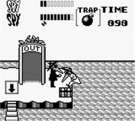In game image of Spy vs Spy - Operation Boobytrap on the Nintendo Game Boy.