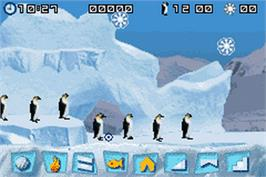 In game image of March of the Penguins on the Nintendo Game Boy Advance.