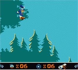 In game image of Donald Duck: Goin' Quackers on the Nintendo Game Boy Color.