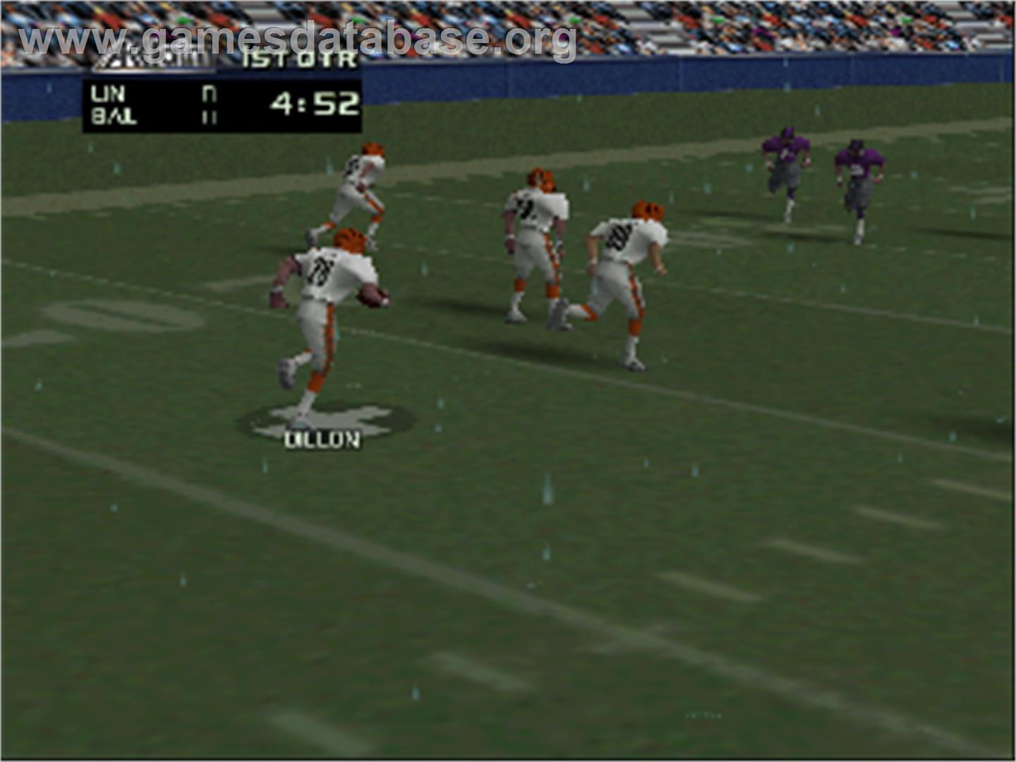 In game image of NFL Quarterback Club '98 on the Nintendo N64.