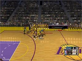 In game image of NBA 2K1 on the Sega Dreamcast.