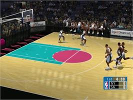In game image of NBA 2K on the Sega Dreamcast.