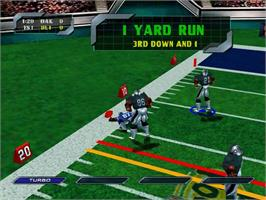 In game image of NFL Blitz 2000 on the Sega Dreamcast.