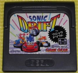 Cartridge artwork for Sonic Drift on the Sega Game Gear.