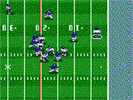 In game image of NFL Quarterback Club on the Sega Game Gear.