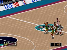 In game image of NBA Live '98 on the Sega Genesis.