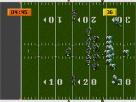 In game image of NFL Sports Talk Football '93 Starring Joe Montana on the Sega Nomad.