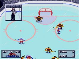 In game image of NHL '95 on the Sega Nomad.
