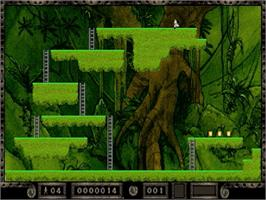 In game image of Lode Runner: The Legend Returns on the Sega Saturn.