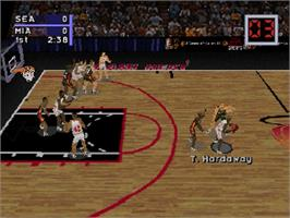 In game image of NBA Live '97 on the Sega Saturn.