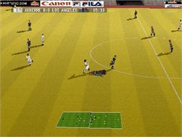 In game image of World League Soccer '98 on the Sega Saturn.