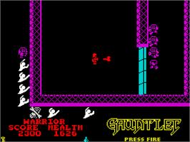 In game image of Gauntlet on the Sinclair ZX Spectrum.