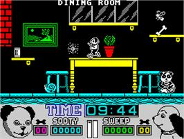 In game image of Snoopy and Peanuts on the Sinclair ZX Spectrum.