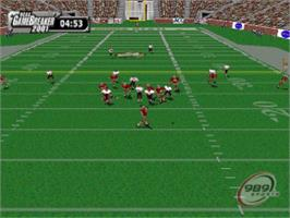 In game image of NCAA GameBreaker 2001 on the Sony Playstation.