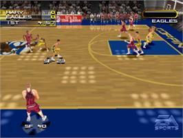 In game image of NCAA March Madness 2000 on the Sony Playstation.