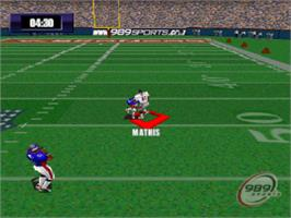 In game image of NFL GameDay 2000 on the Sony Playstation.