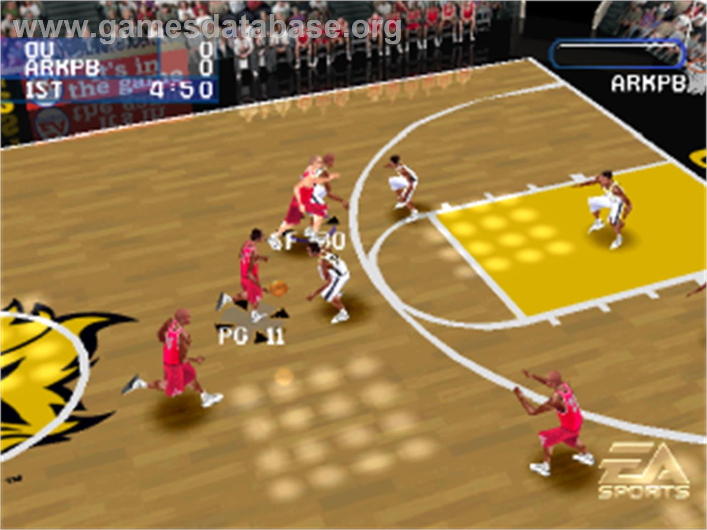 In game image of NCAA March Madness 2001 on the Sony Playstation.